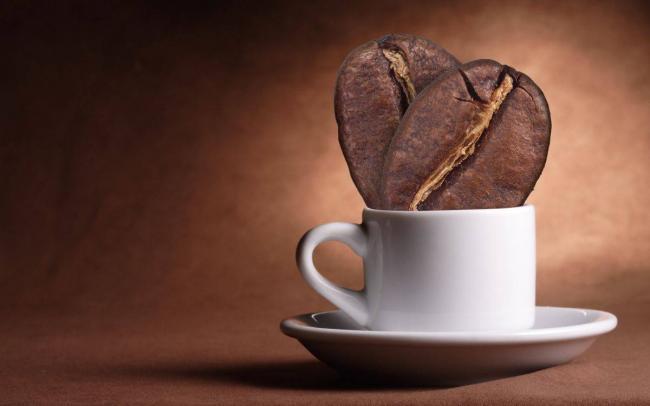 chashka-kofeynie-zerna-kofe.jpg