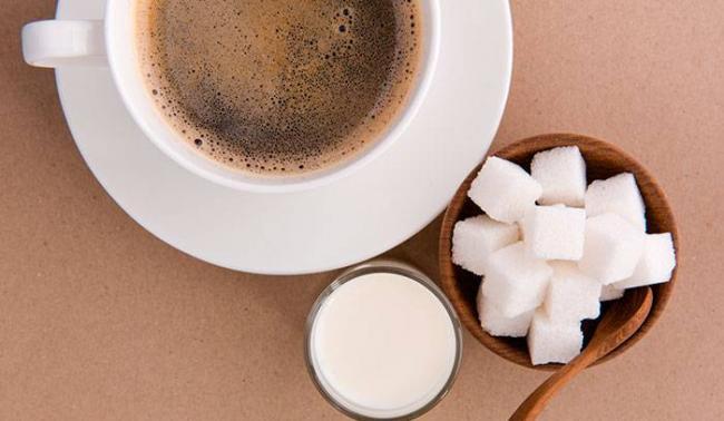 kaloriynost-kofe-s-molokom-i-saharom.jpg