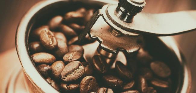 how-to-brew-coffee-in-chezve-02.jpg