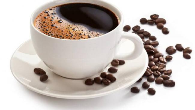 kofe-chashka-zerna-blyudce-belyy-760x428.jpg