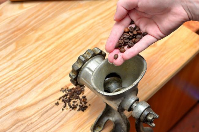 Grind-Coffee-Beans-Without-a-Grinder-Step-4.jpg