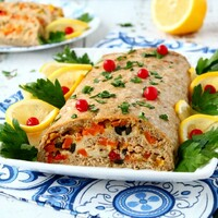 Рыбный рулет в духовке с сыром и овощами