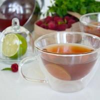 Холодный чай с малиной и мятой
