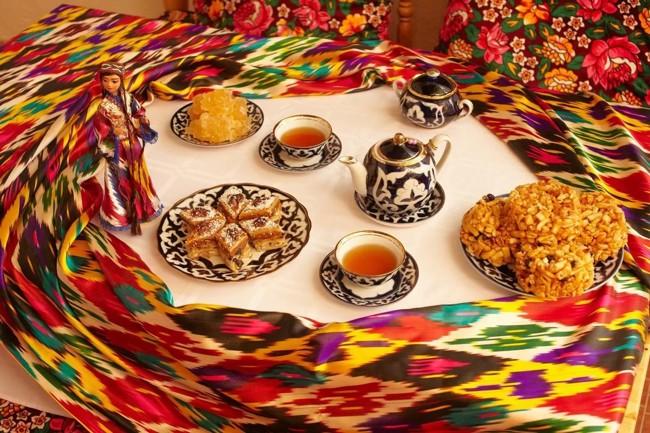 uzbekskij-stol-s-chaem.jpg