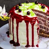 Бисквитный торт с черной смородиной