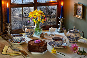 Still-life_Cakes_Tea_Daffodils_Candles_Hellebore_602917_600x400.jpg