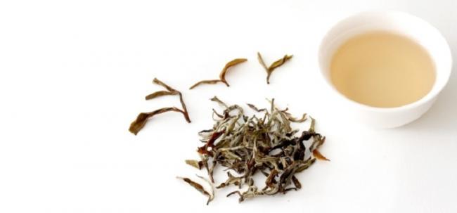 3-белый-чай-в-сухом-и-заваренном-виде.jpg