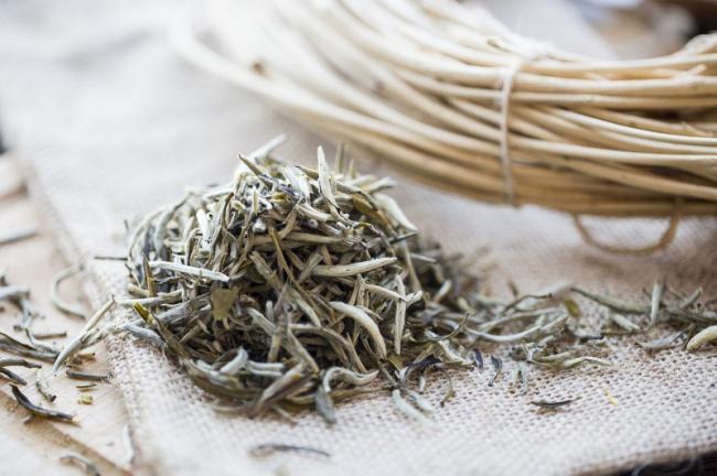 4-традиционный-китайский-белый-чай.jpg