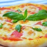 Пицца с томатным соусом без мяса и колбасы