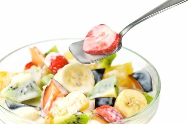fruktovyj-salat-zapravlennyj-jogurtom.jpg