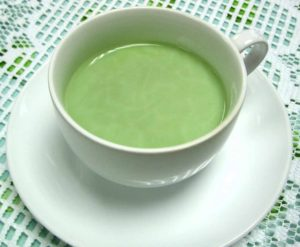 zeleniy-chay-s-molokom-300x247.jpg