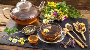 tea-flowers-chamomile-chai-tsvety-polevye-romashki-300x169.jpg