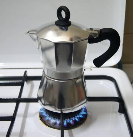 kofeynik-dlya-varki-kofe-na-plite-geizer.jpg