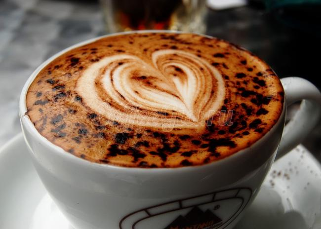 рисунок сердце на кофе
