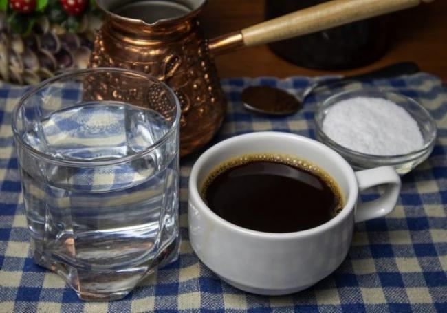 klassicheskij-kofe-s-solyu-foto.jpg