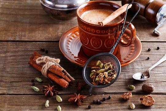 Kofe-s-medom-i-pryanostyami.jpg