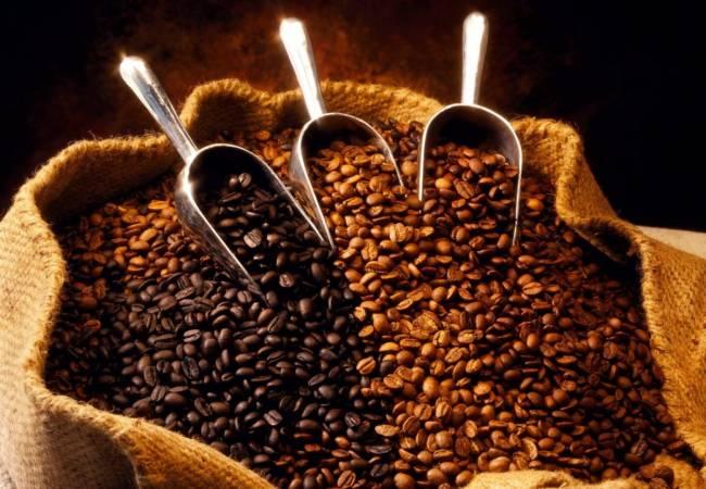 2Зерна-в-мешочкеРазные-виды-кофе.jpg