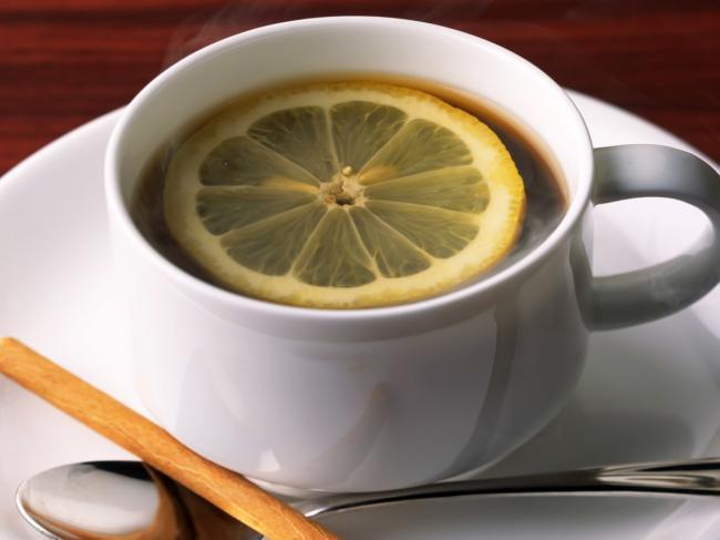 Mug_of_tea_with_lemon.jpg