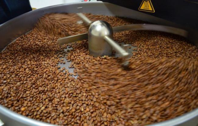 dlya-rastvorimogo-kofe-v-bolshinstve-sluchaev-ispolzuyut-deformirovannye-zerna2.jpg