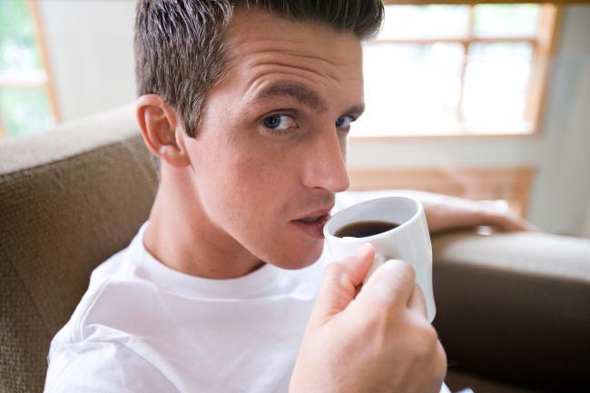 пьет-кофе.jpg