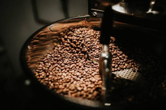 beans-black-coffee-caffeine-coffee-coffee-beans-coffee-roasting-1557807-pxhere.com_-1024x682.jpg