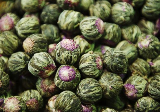 close-up-of-jasmine-tea-in-the-spice-bazaar-179540735-594983e95f9b58d58ab8dac9-e1511434763876.jpg