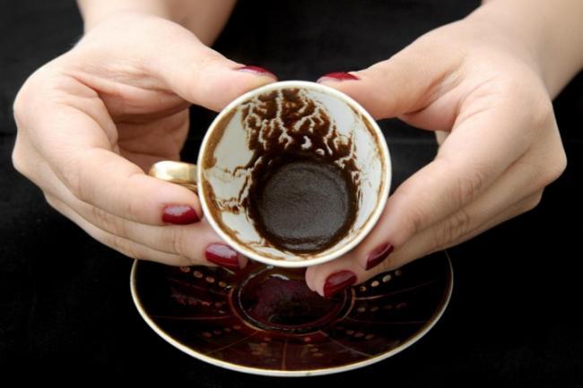 kofejnaya-gushcha-i-zhmyh-kak-udobrenie-dlya-komnatnyh-rastenij-8.jpg