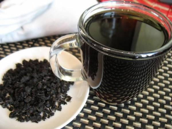Iz-listev-grushi-mozhno-poluchit-fermentirovannyj-chaj.jpg