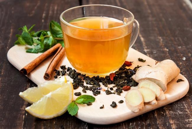 2018Food___Drinks_Tea_with_ginger__lemon__cinnamon_and_mint_on_a_cutting_board_123555_.jpg