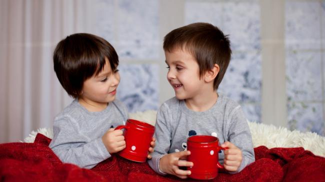Boys_Two_Smile_Mug_512344_2560x1440.jpg