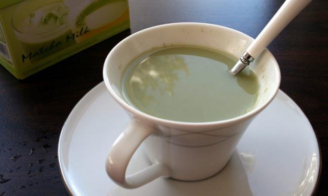 Зеленый-чай-с-молоком.jpg