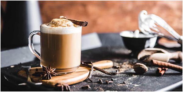chaj-latte-s-koritsej-i-badyanom.jpg