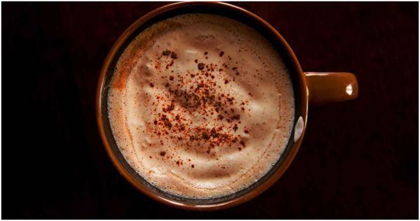 chaj-latte-v-korichnevoj-kruzhke.jpg