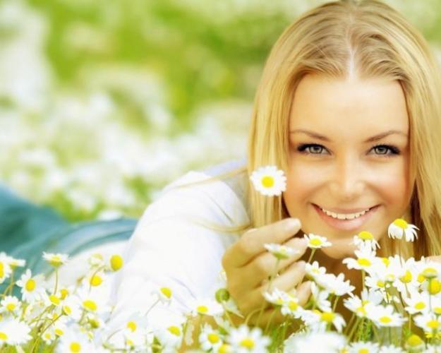 Girls___Beautyful_Girls_Blonde_with_daisies_059034_10.jpg