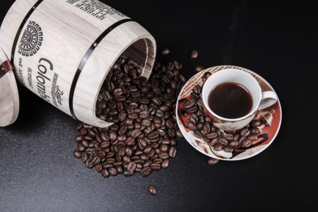 napitok-kofe-caska-kofejnye-zerna.jpg