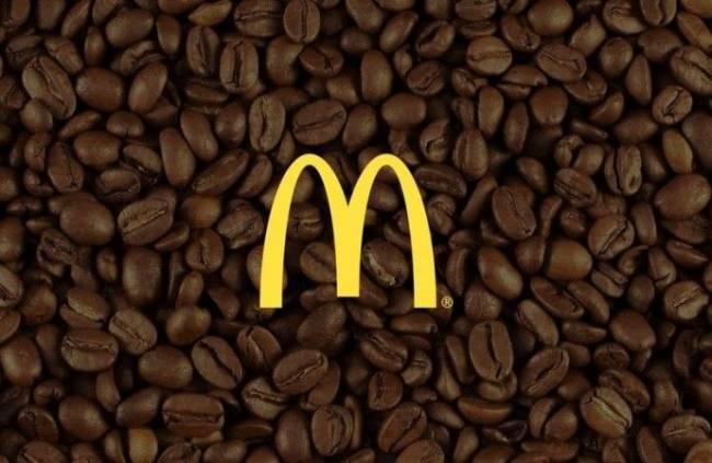 logotip_makdonalds_na_fone_kofeynyh_zeren.jpeg