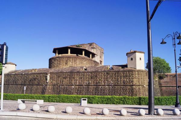 depositphotos_379267110-stock-photo-florence-covid-emergency-basso-fortress.jpg