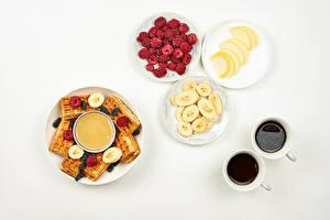 Waffles_Honey_Coffee_Raspberry_Bananas_White_597316_600x400.jpg