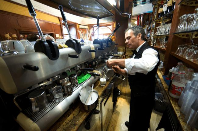 italy-coffee-caffee-naples-compressor.png