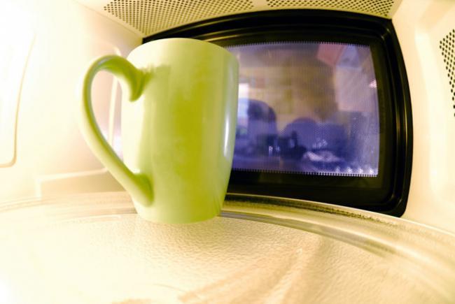 mug-in-microwave-2-1321195-1278x855-1-e1506524494562.jpg