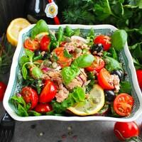 Салат с каперсами и тунцом консервированным